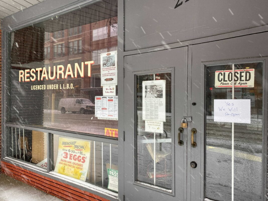 Closed business due to COVID-19 lockdowns. Photo: Dustin Fuhs
