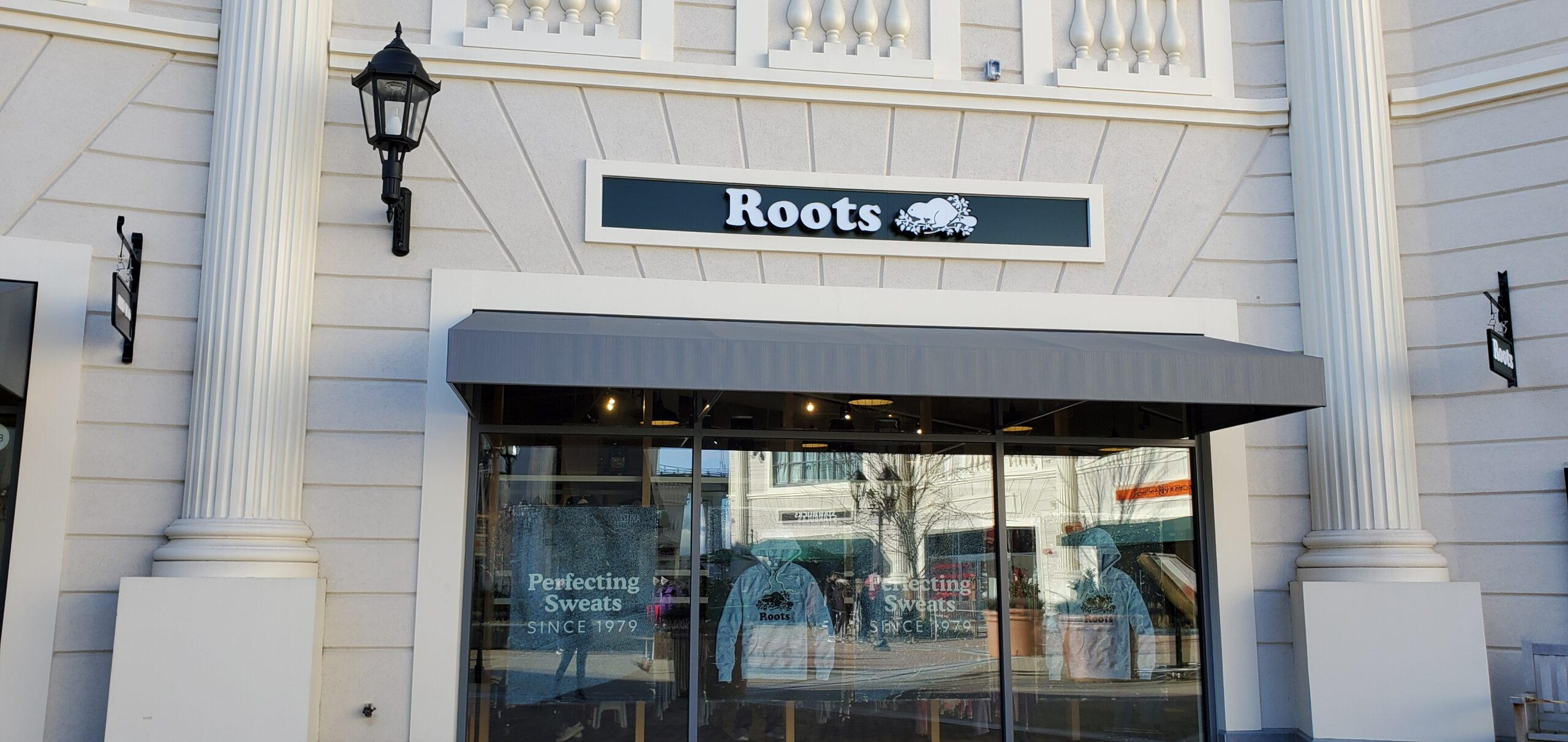 Roots at McArthur Glen.