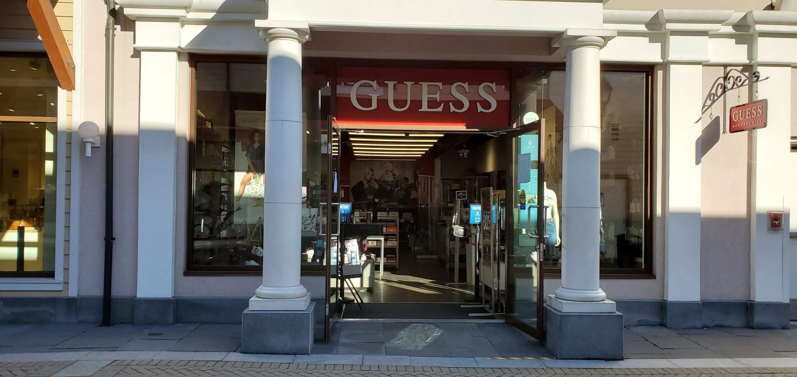 Guess Accessories at McArthur Glen Vancouver