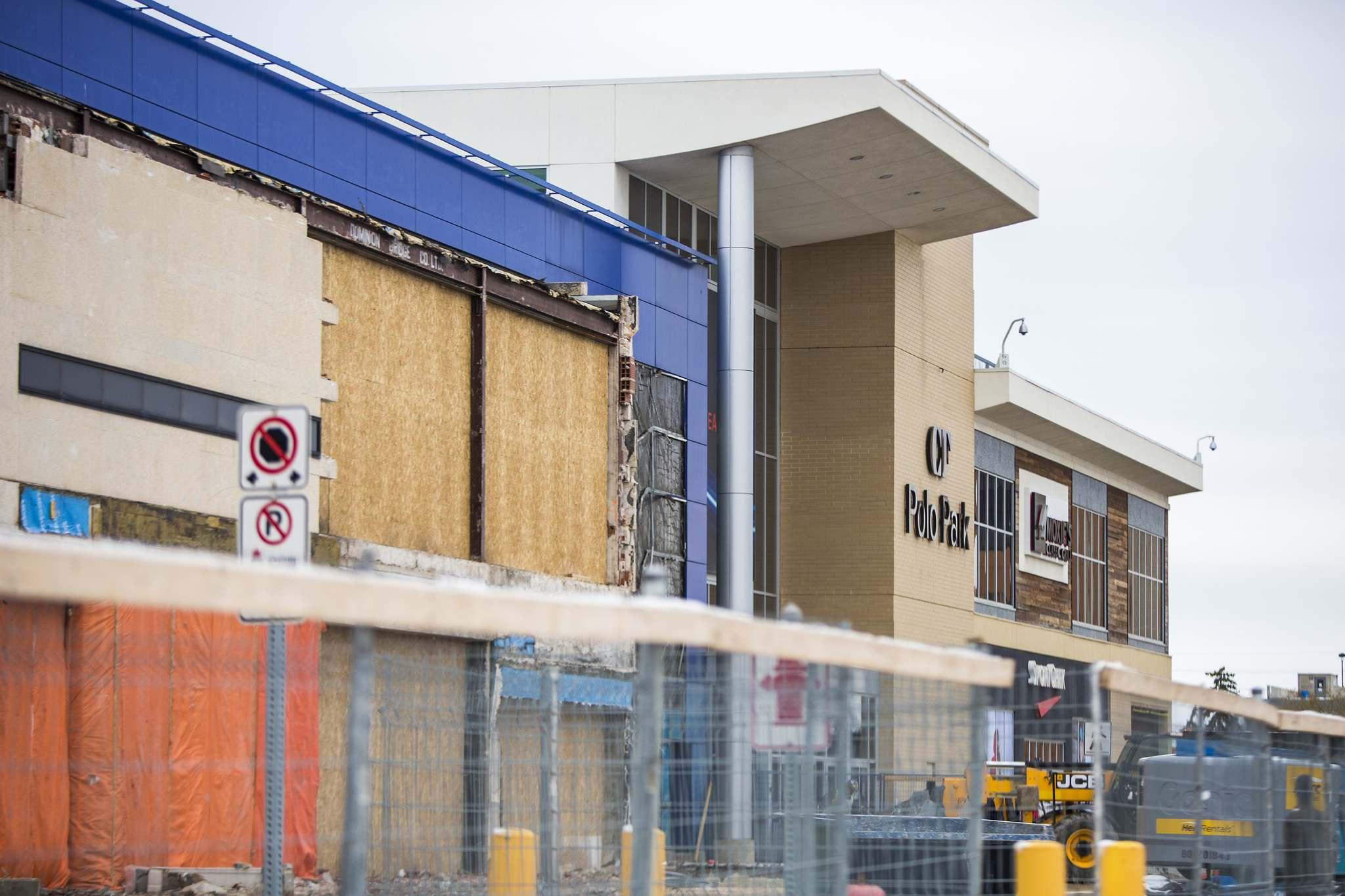 Exterior of CF Polo Park under construction. Photo: Winnipeg Free Press