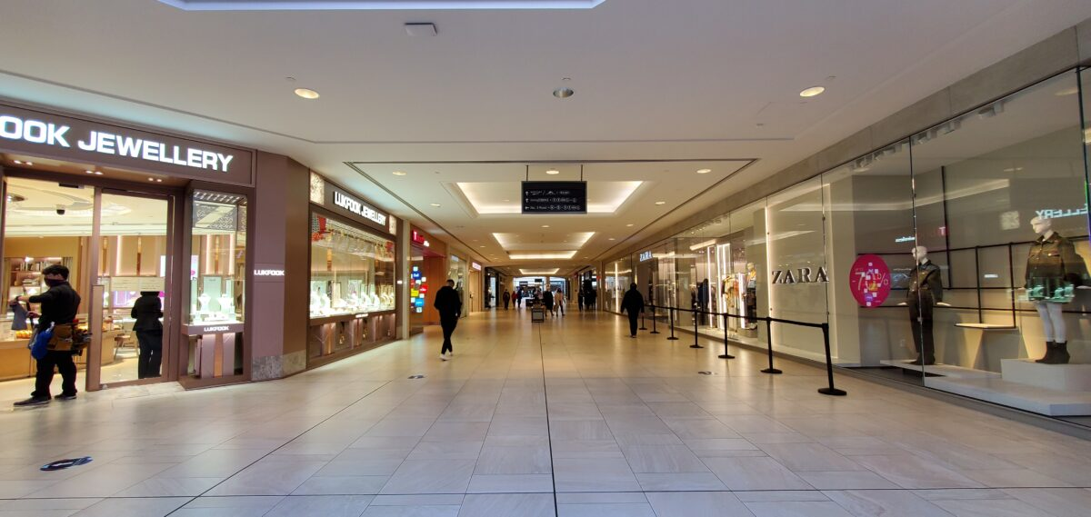 Richmond Centre corridor between Lukfook Jewelry and Zara
