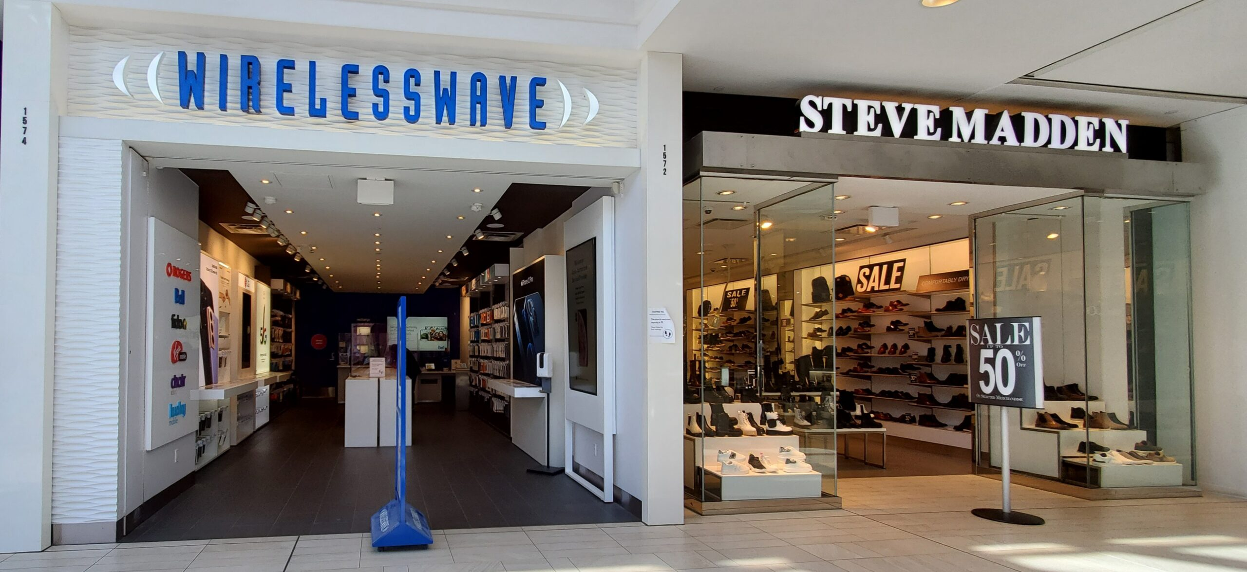 Steve Madden and WirelessWave at CF Richmond Centre