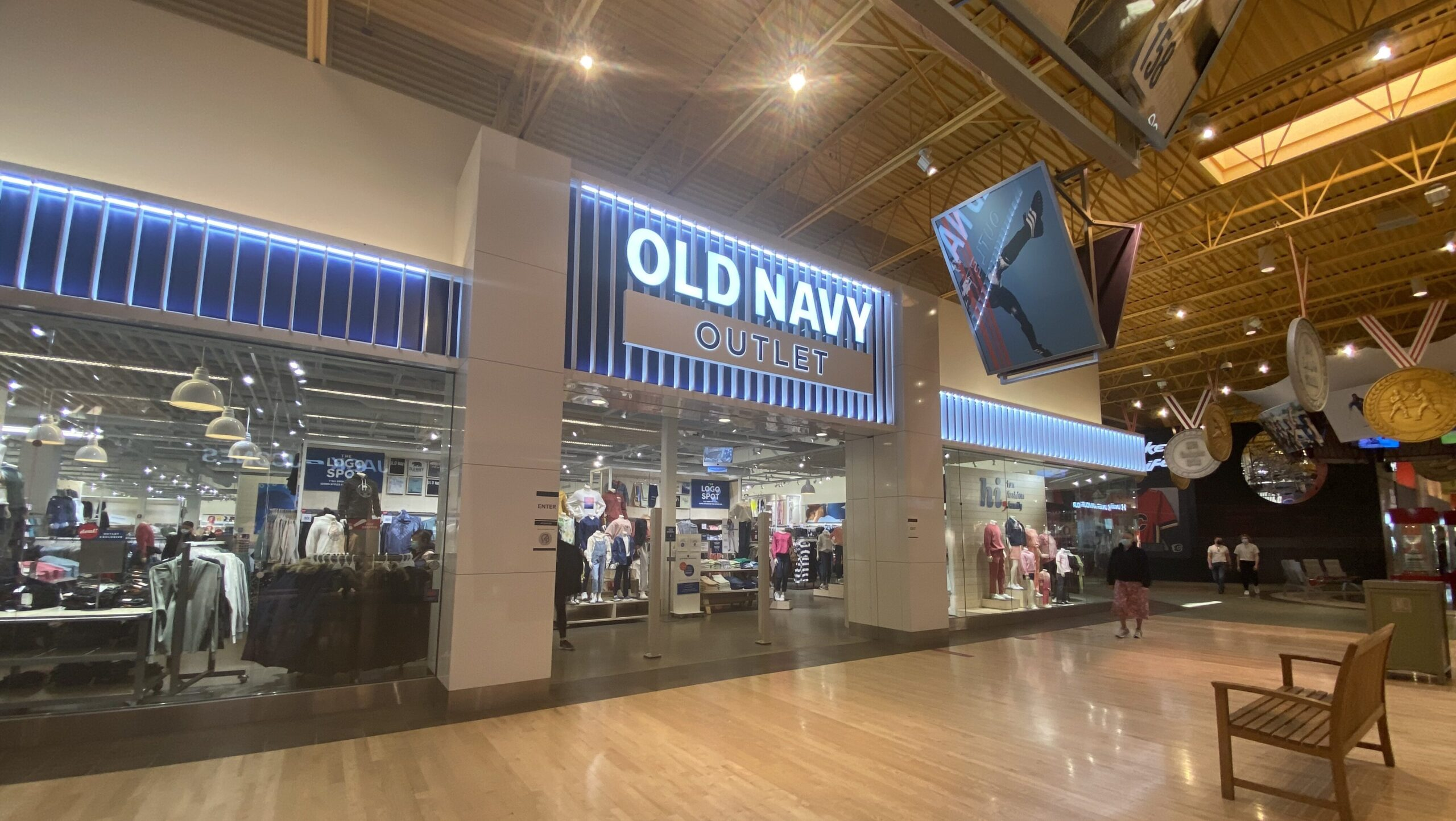 Old Navy Outlet at CrossIron Mills