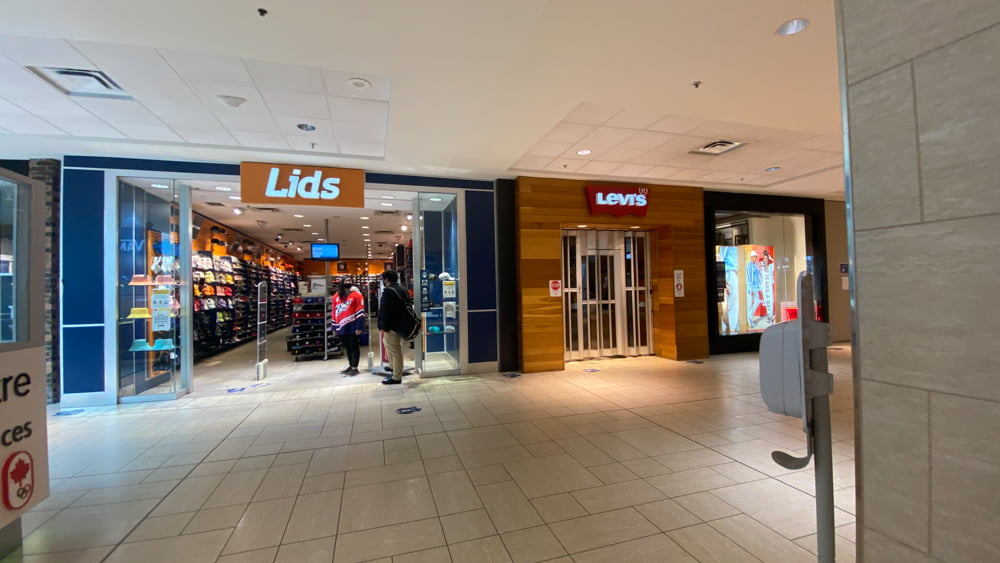 Lids in Central Zone at CF Chinook Centre