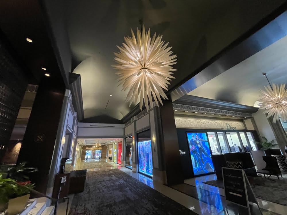 Luxury retail corridor at Fairmont Hotel Vancouver (June 2021)