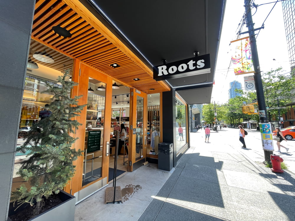 Roots flagship on Robson Street in Vancouver (June 2021)