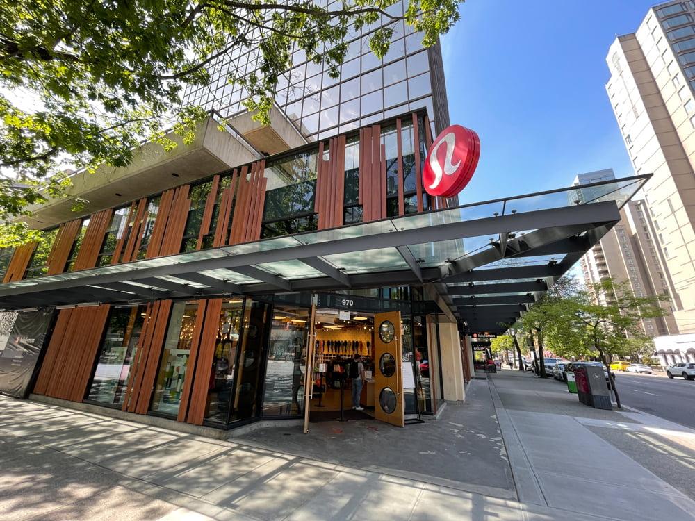 Lululemon on Robson Street in Vancouver (June 2021)