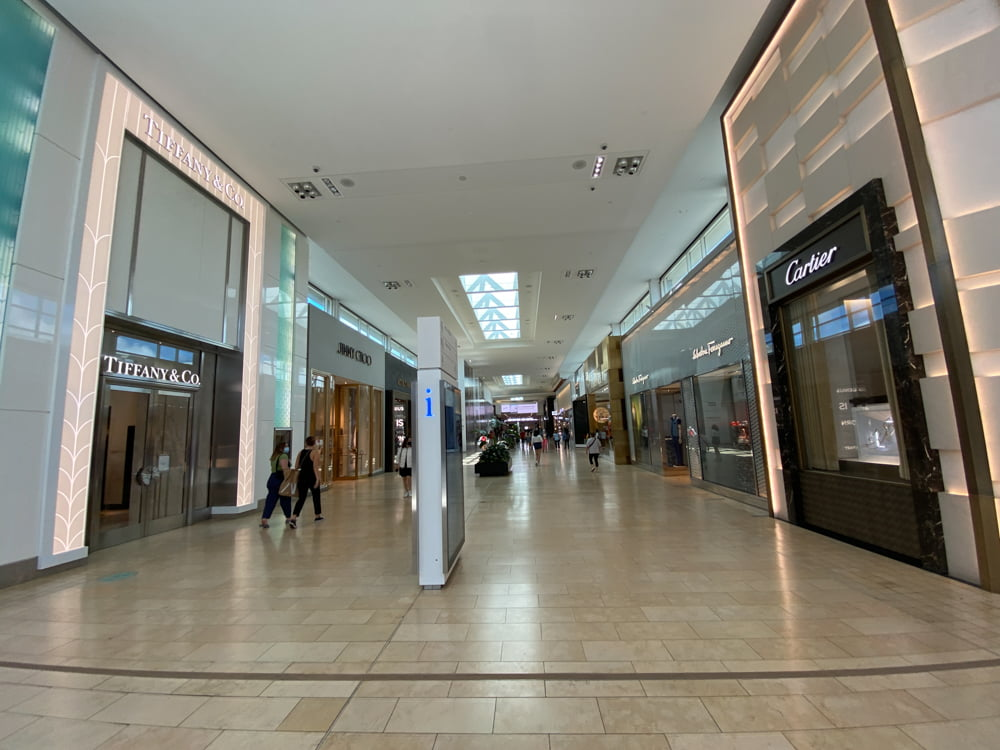 Tiffany & Co. and Cartier at beginning of mall corridor at Yorkdale. Photo: Dustin Fuhs.